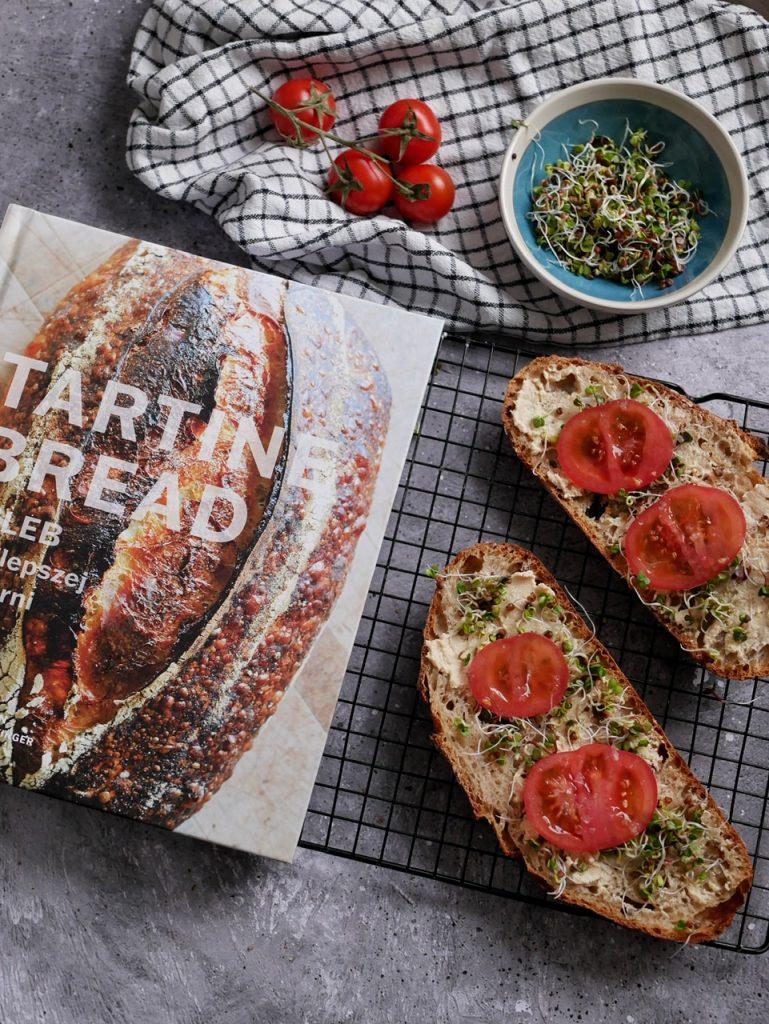 Kanapki z chleba Tartine